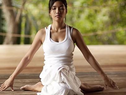 Хатха-йога в фитнесе - отличия от йоги, польза и вред